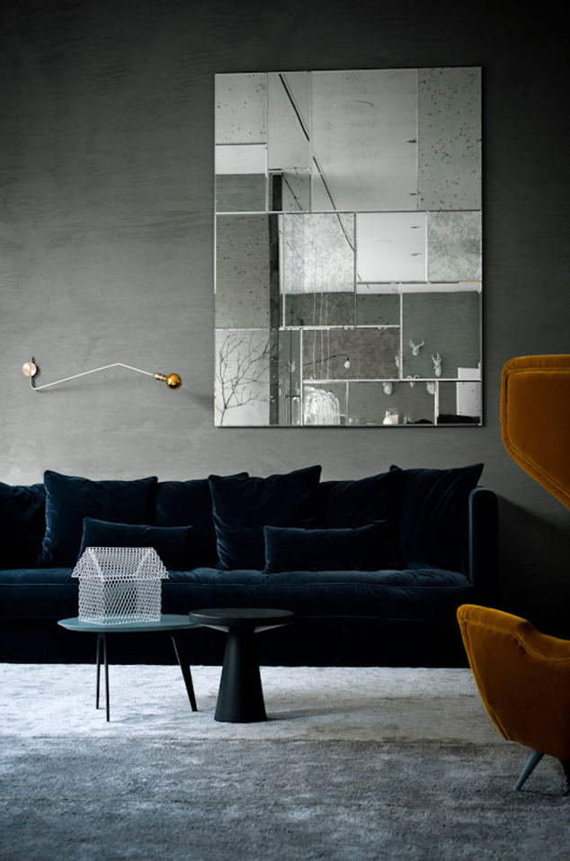 Not A Huge Fan Of All The Gray But The Blue Velvet Couch Is A Dream Canapes Tendance Deco Et Deco Interieure