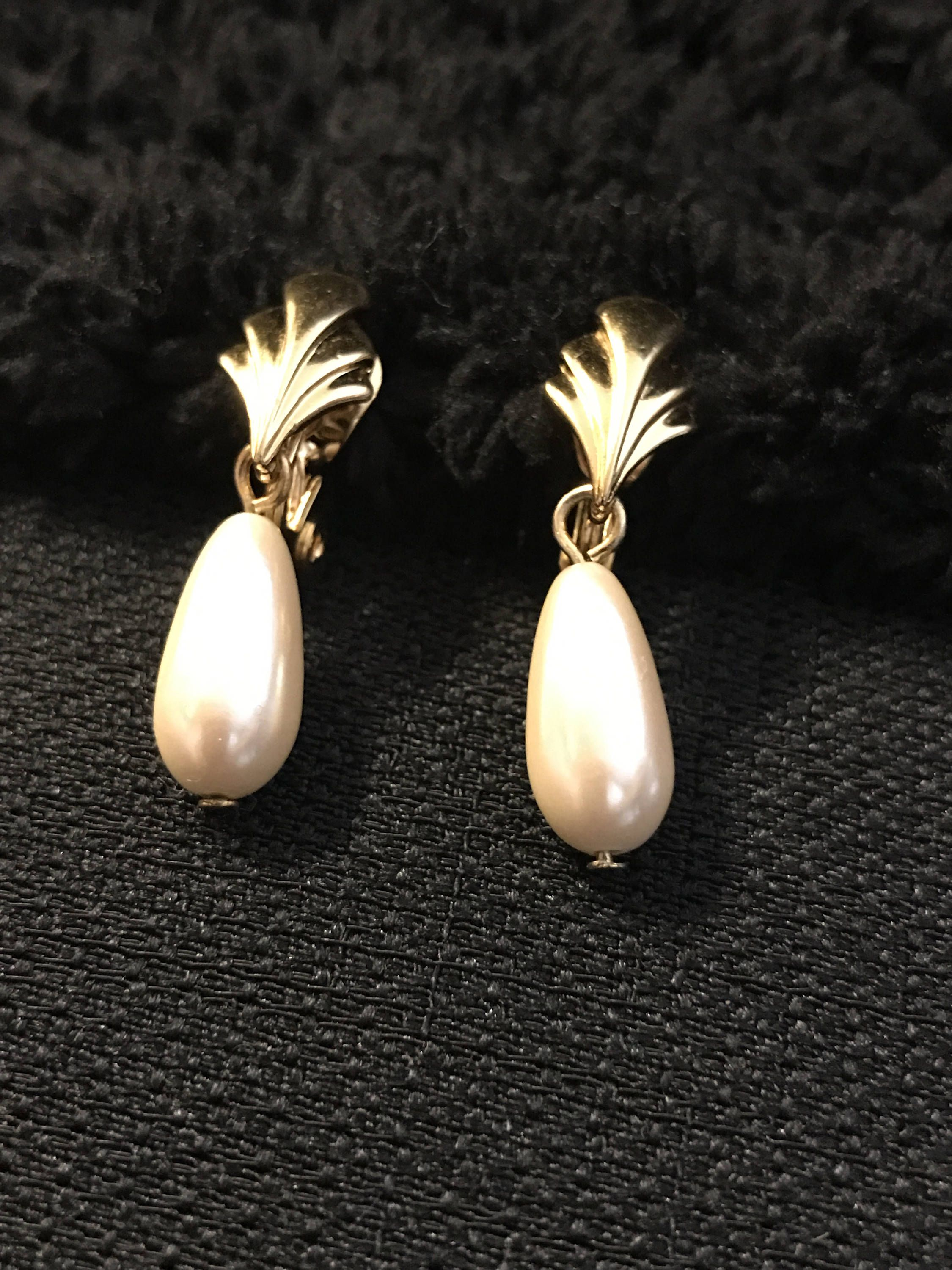 Monet Gold Tone Tear Drop Faux Pearl Clip Earrings Bridal Fan White