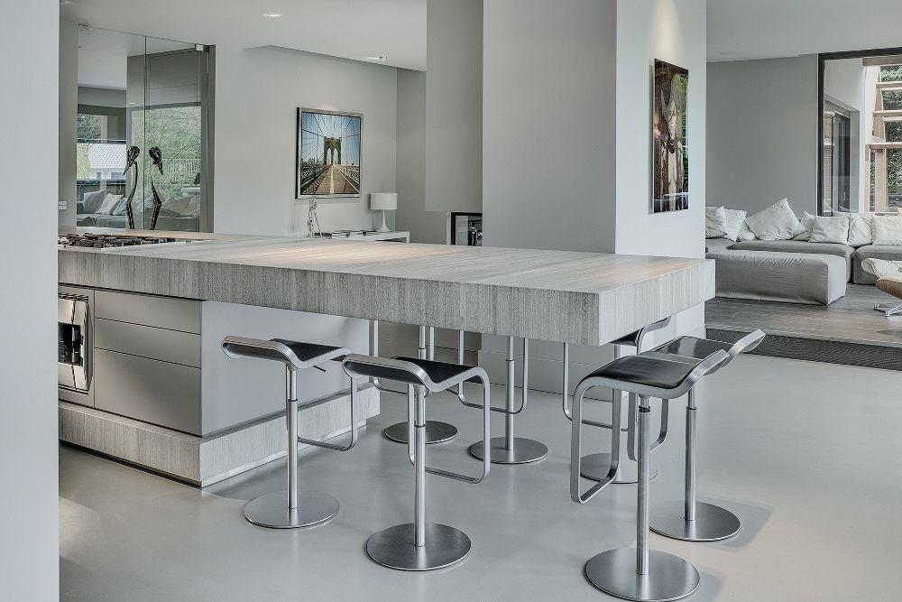 Uptown Witte Keuken : Open keuken met design kookeiland met ontbijtbar. designkeuken