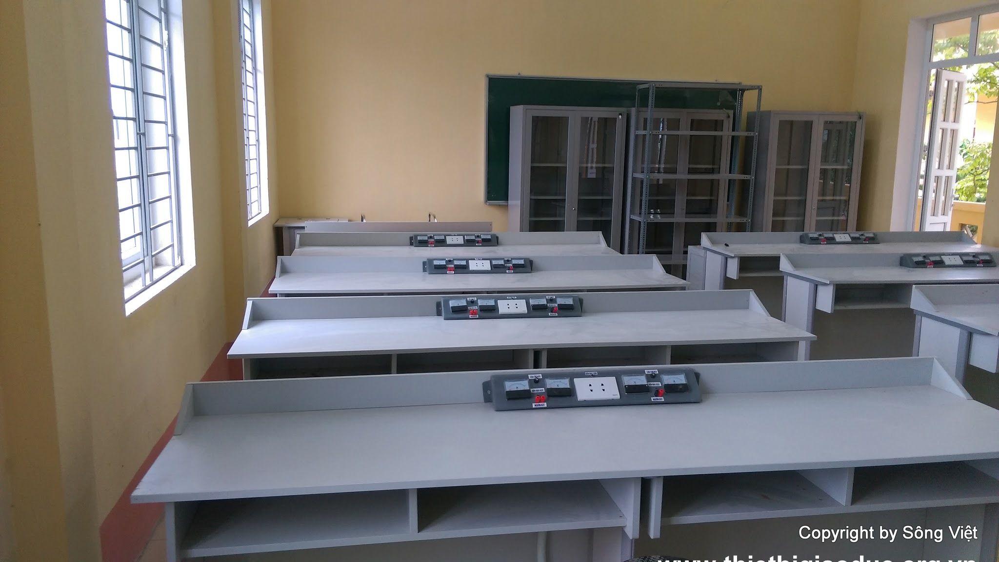 Bàn giao dự án các phòng học chức năng Trường THCS Định Hải - Công ty sản xuất thiết bị giáo dục Sông Việt