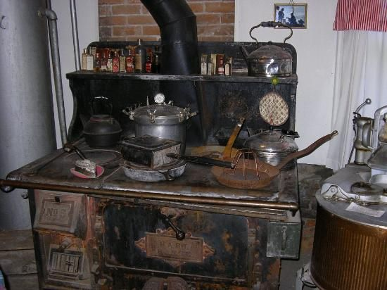 Wonderful Antique Kitchen Stove Looks Just Like My Grandmau0027s Even The Water Heater  Next To The Stove