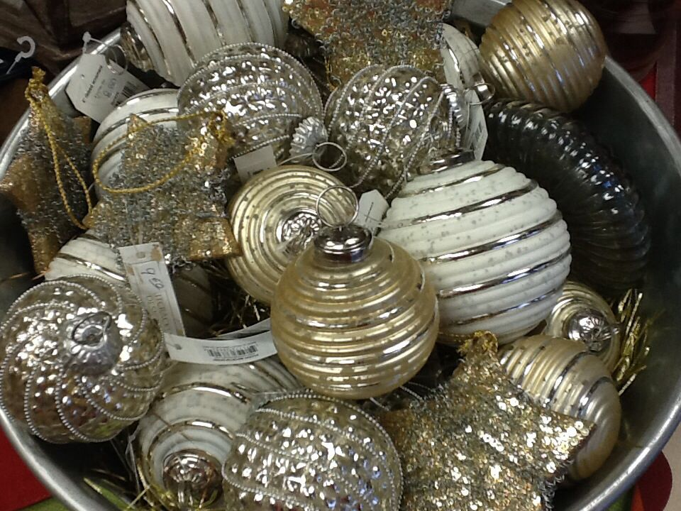 Silver & gold make for an elegant tree. Or display