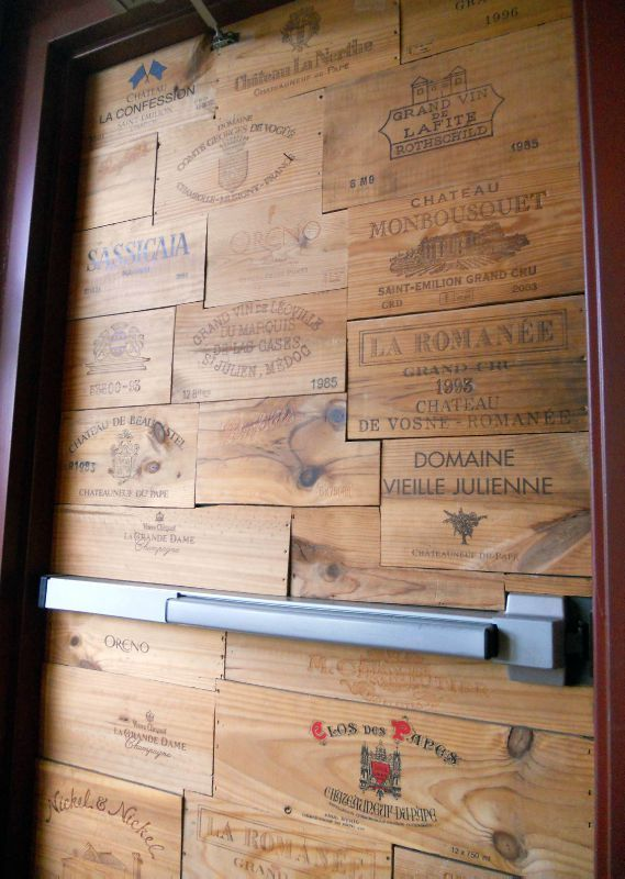 porte avec estampes caisses à vin | déco maison | pinterest