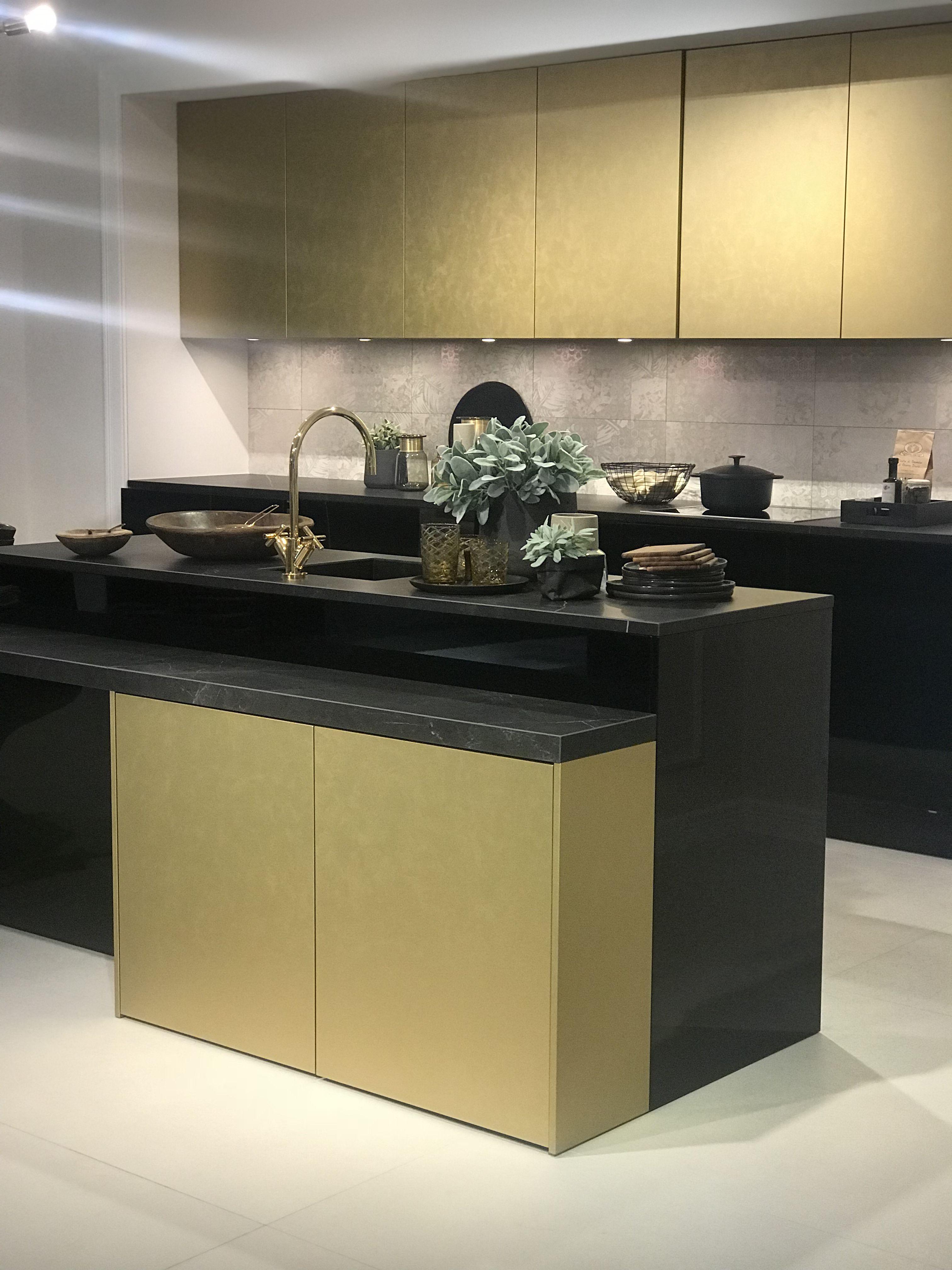 Ein Traumküche in gold und schwarz #kitchen #küche #küchenideen ...