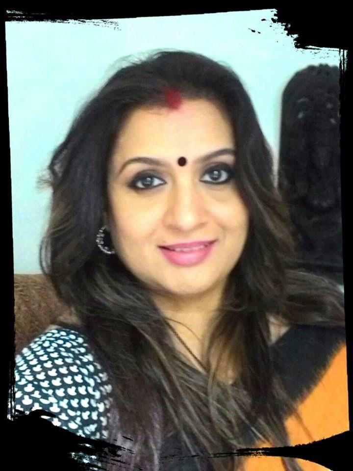 Sie ist eine schöne indische MILF