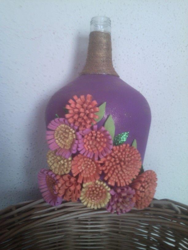 Botella decorada con flores de foamy