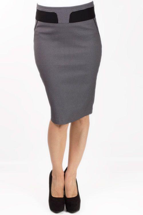 586714b2e2 Falda tallada en color gris oscuro y con la que lograrás el look ejecutivo  perfecto.