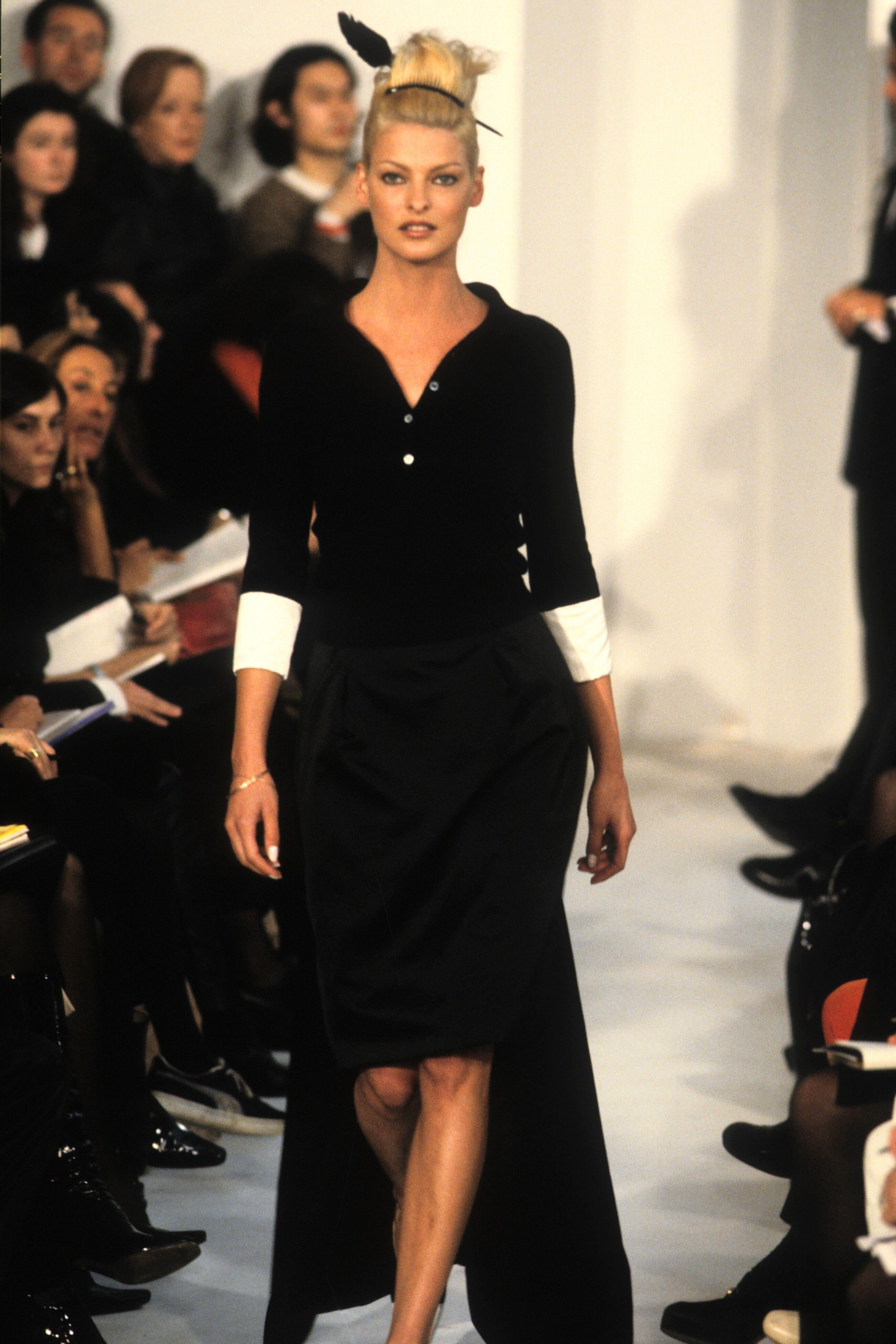 Linda Evangelista Helmut Lang Runway 1995 In 2020 Fashion Vintage Fashion Linda Evangelista