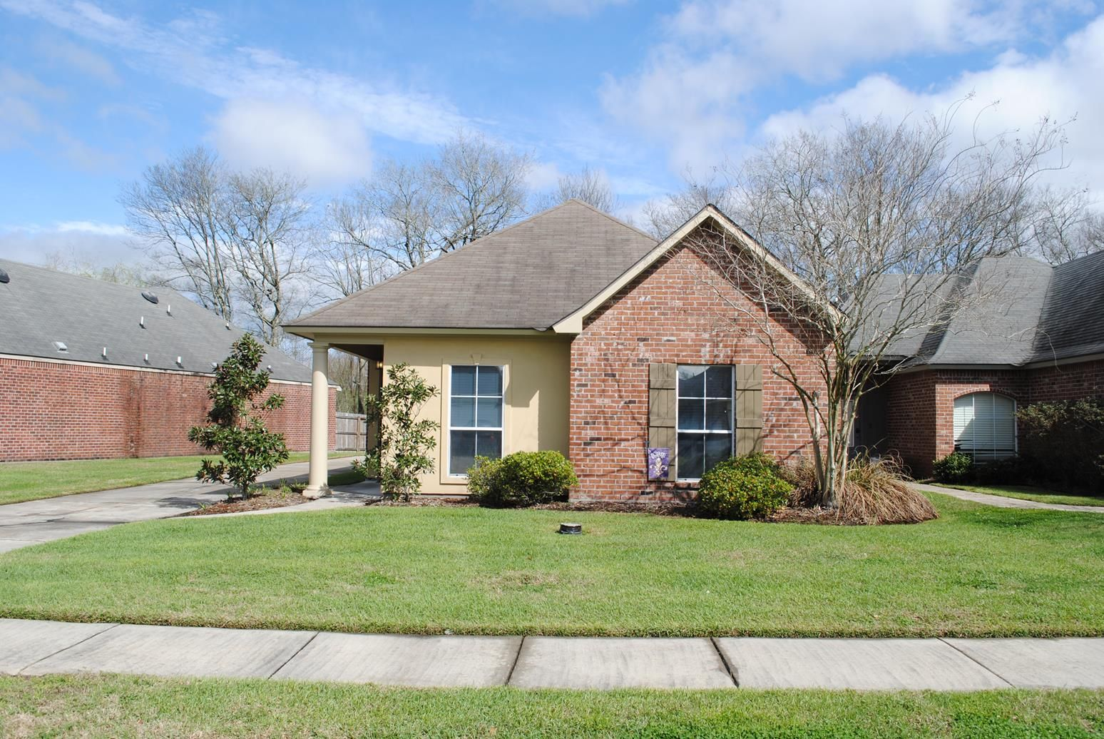 Great lake beau pre home near lsu and minutes to downtown baton great lake beau pre home near lsu and minutes to downtown baton rouge this 3 bedroom 2 bath home features ceramic tile floors in main living and wet areas dailygadgetfo Gallery