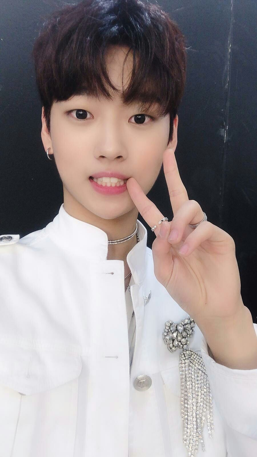 Kang Seokhwa Yg Treasure Box Semi Final Teamgrowl Ygtrainee Ygnbg Ygtreasurebox Entertainment Survival Final