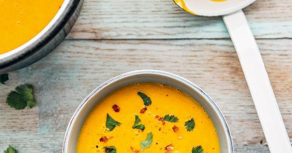 Aprenda a preparar a receita de Receita de creme de cenoura com gengibre para um jantar levinho