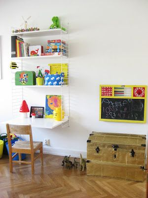 kleiner arbeitsplatz mit stringregal im kinderzimmer wohnideen string regale pinterest. Black Bedroom Furniture Sets. Home Design Ideas