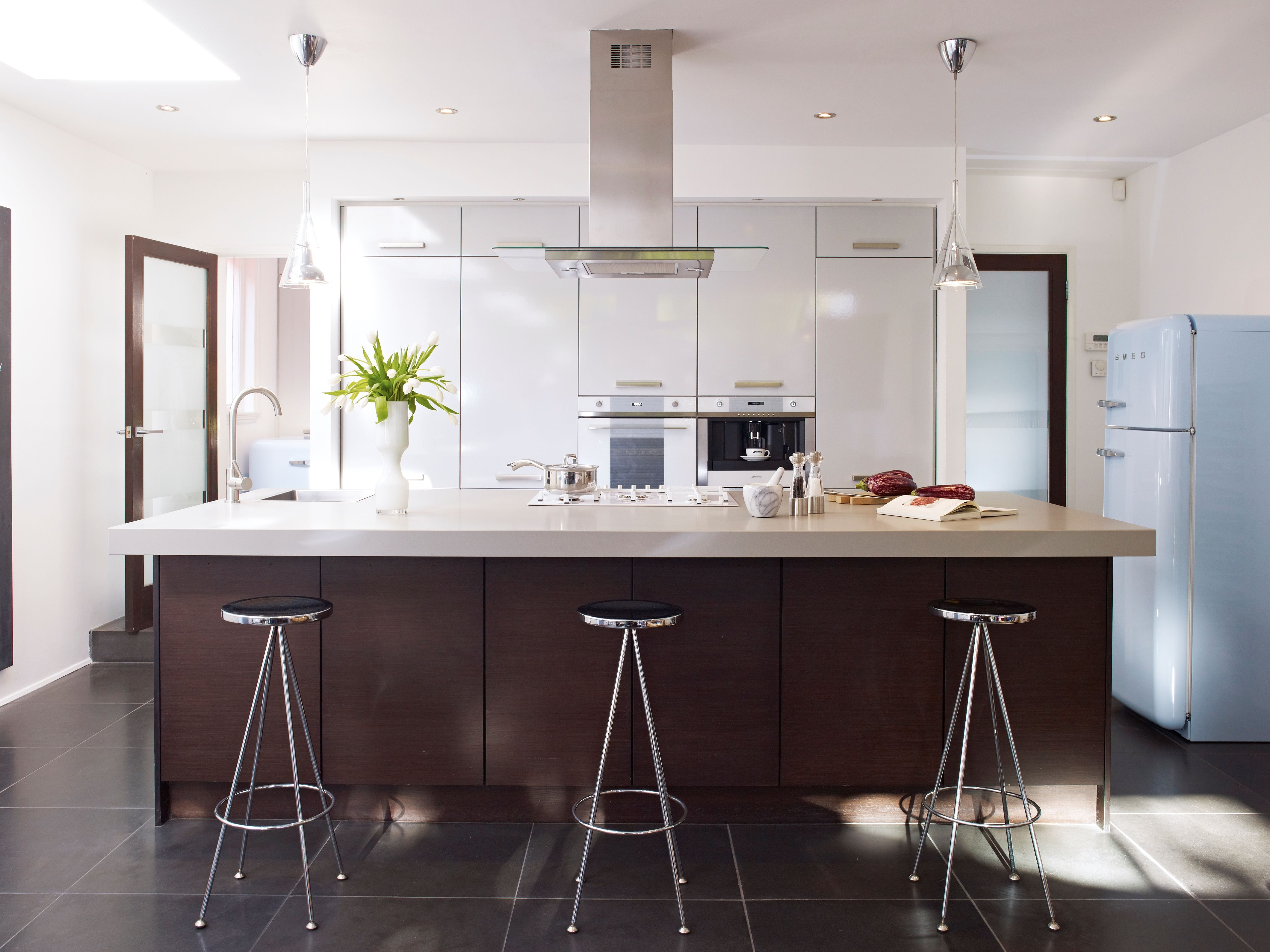 Kitchen Setting Smegs Retro Appliances Work Well In An Ultra Modern Kitchen