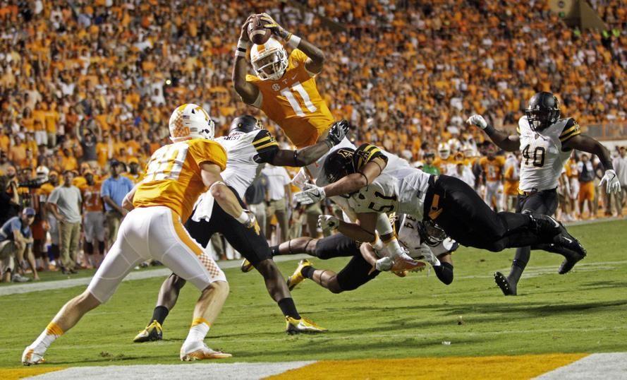Jugada del partido de la NCAA de los Tennessee contra los Appalachian State .
