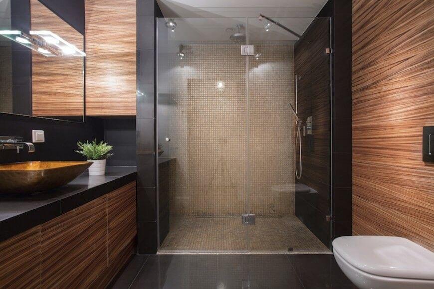 Bild Von Holzelementen In Luxus-Badezimmer | 48 Bäder Mit Dunkel