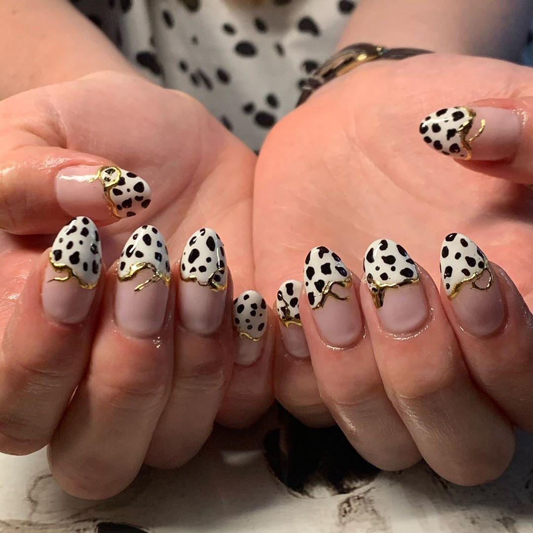 Just beautiful natural nails that match your top 🖤 @lucypurkis #nailart #nailporn #nailswag #nailtech #newcastle #nailsonpoint #nailsonfleek #nailsofinstagram #instanails #inspiration #nailtech #nailswag #handpainted #nailpromote #nailsoftheday #nails #naturalnails #gelnails