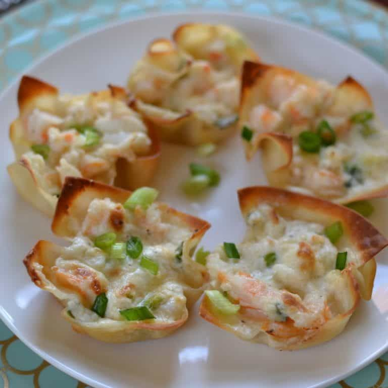 Triple Cheese Shrimp Dip Wontons | Small Town Woman #shrimpdip