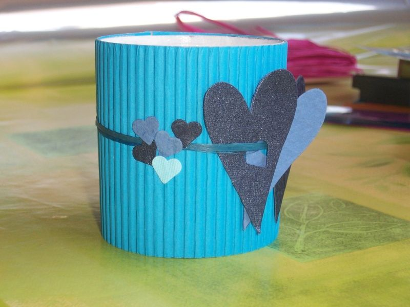 Célèbre cache-pot en carton ondulé, raphia et coeurs de papier | activités  VO95