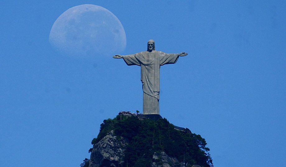 cristo redentor, rio, brasil - by custódio coimbra