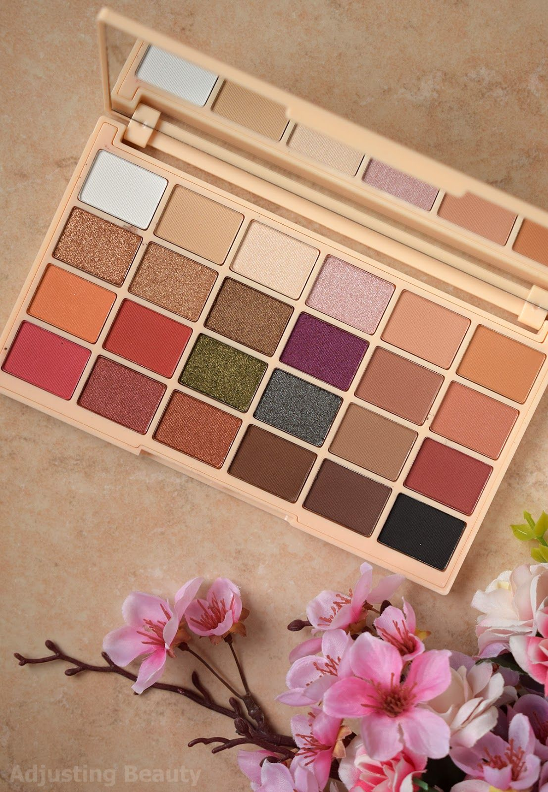 Review Makeup Revolution Soph X Eyeshadow Palette