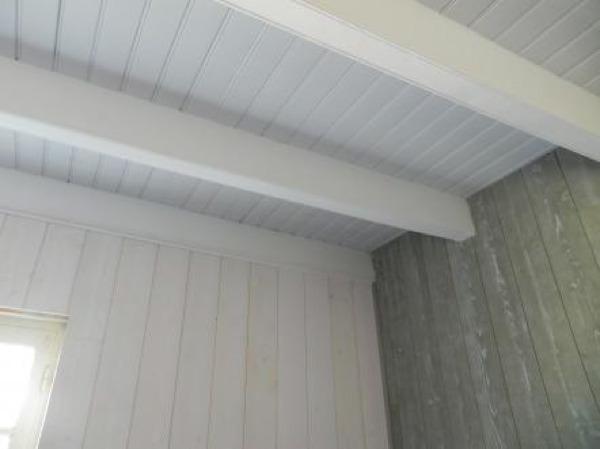 renovation chambre plafond lpoutre peinte et lambris bois deco diy. Black Bedroom Furniture Sets. Home Design Ideas