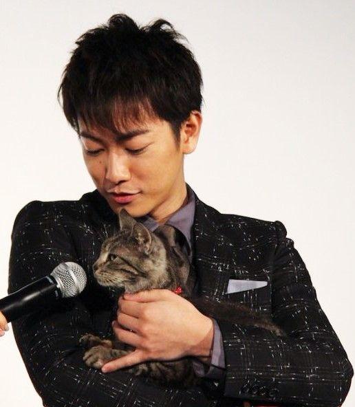 "stage greet on 05/14/16 [Trailer, long ver (MV), song: Hizumi by HARUHI] https://www.youtube.com/watch?v=BPa0DLEy5cY [Other trailers, Official site] http://www.sekaneko.com/ Takeru Satoh x Aoi Miyazaki, J LA movie ""Sekai kara Neko ga Kieta nara (If A Cat Disappears From The World)"". Release:May/14/16 [Plot] http://asianwiki.com/If_Cats_Disappeared_From_the_World"