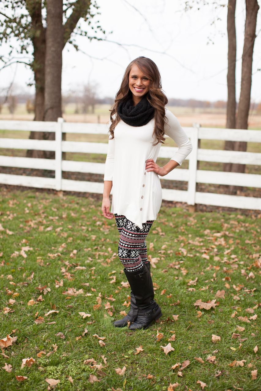 The Pink Lily Boutique - Snowflake Leggings, $20.00 (http://www.thepinklilyboutique.com/snowflake-leggings/)