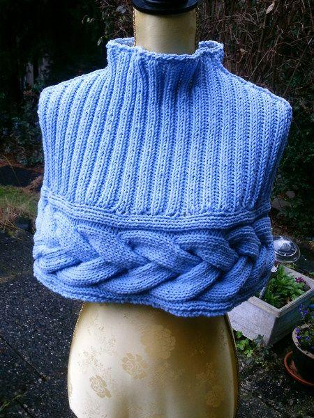 Strick-Cape, hell-blau von Meine Strickerei auf DaWanda.com