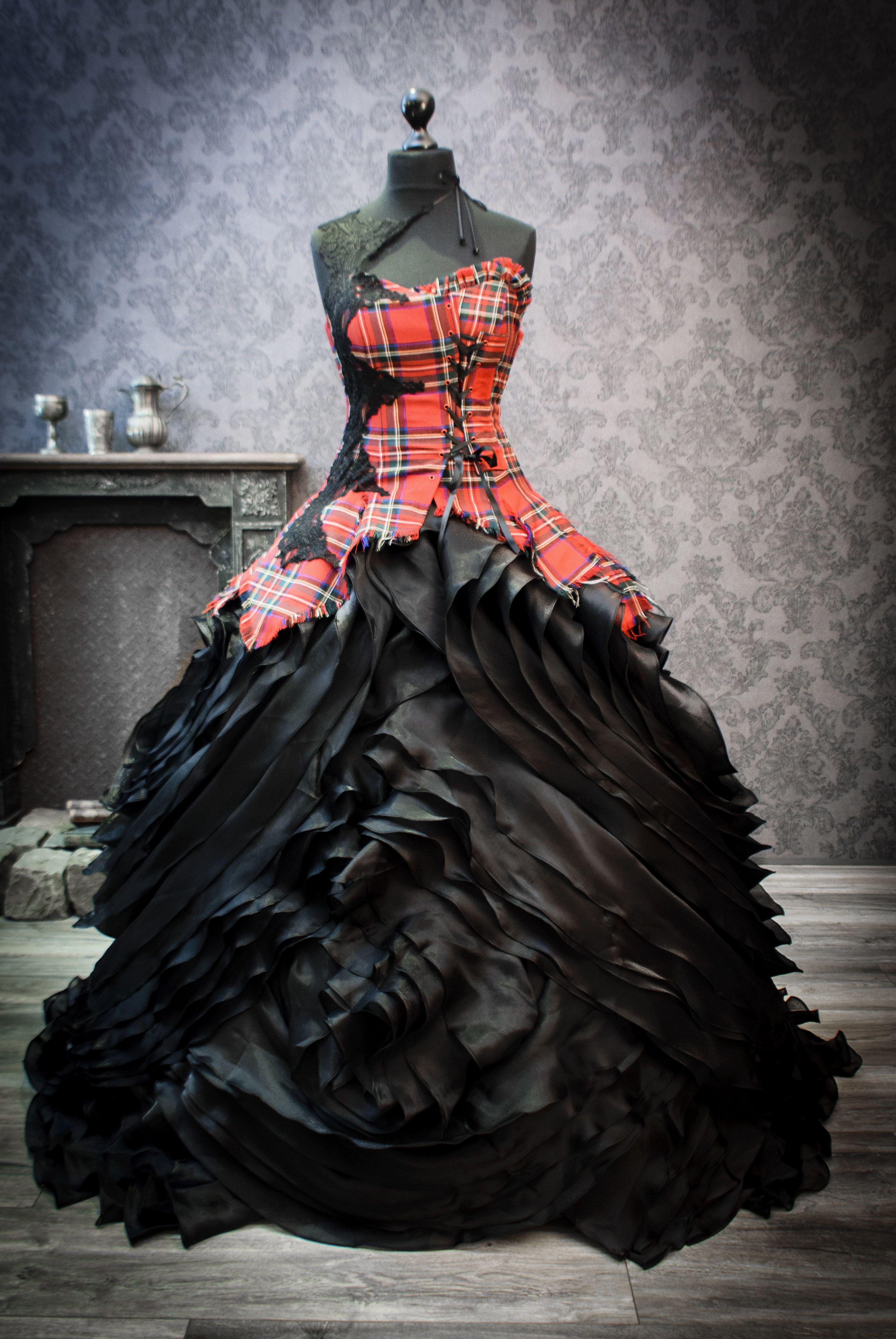 Außergewöhnliches Brautkleid  Tartan wedding dress, Halloween