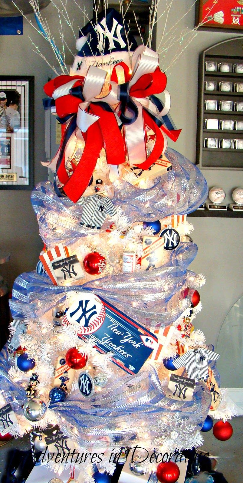 Love this baseball themed tree from