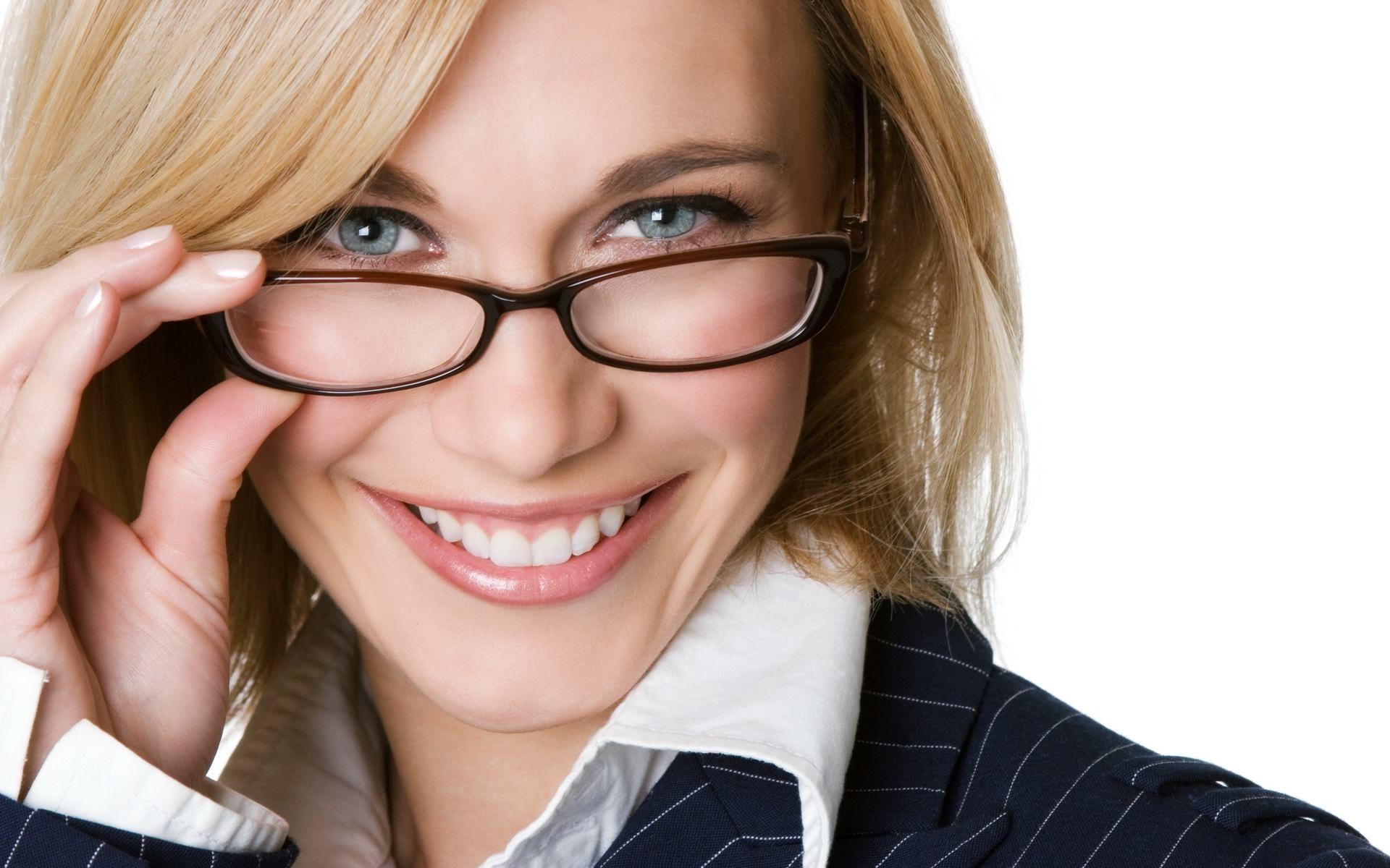 Beautiful Girl Smiling Wearing Glasses Wallpaper