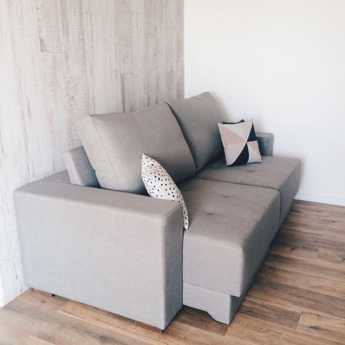 apaixonados pela cor e tecido do sofá | @apartamento.33, Wohnzimmer dekoo