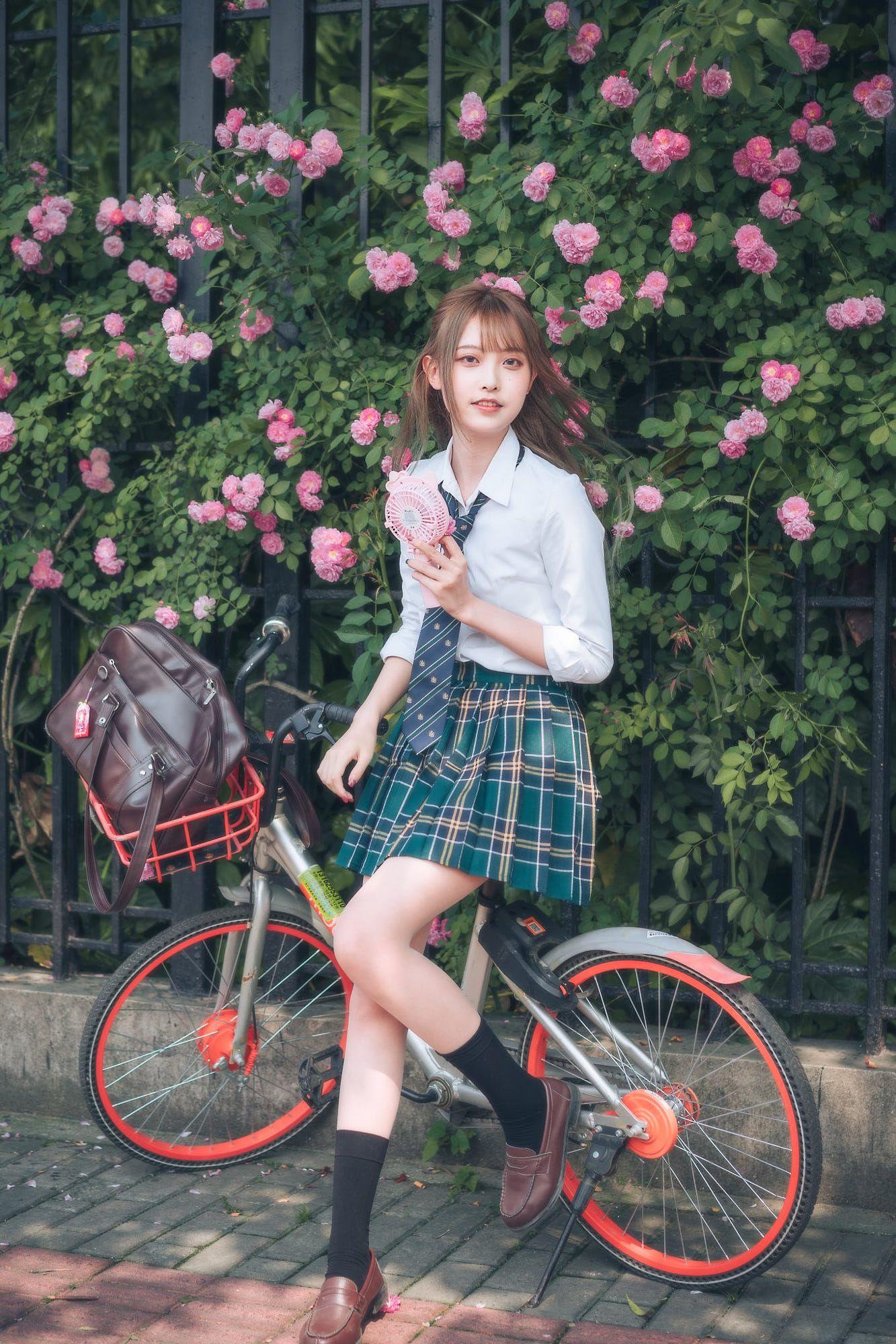 瀏海、雙辮 #制服美少女 要騎車去上學了》#Cute #Girl #Pretty #Girls #漂亮 #可愛 #青春活力