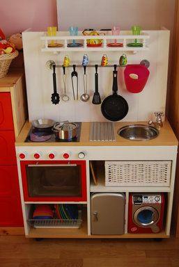 Cocinita hecha con mesa de ordenador cocina infantil - Como hacer una mesa de ordenador ...