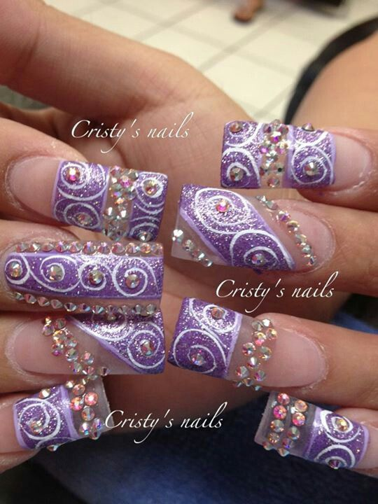 Pretty lilac design on long nails