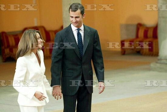 PRINCE FELIPE AND LETIZIA ORTIZ ROCASOLANO ENGAGEMENT PHOTOCALL, EL PARDO PALACE, MADRID, SPAIN - 06 NOV 2003  LETIZIA ORTIZ ROCASOLANO AND PRINCE FELIPE 6 Nov 2003