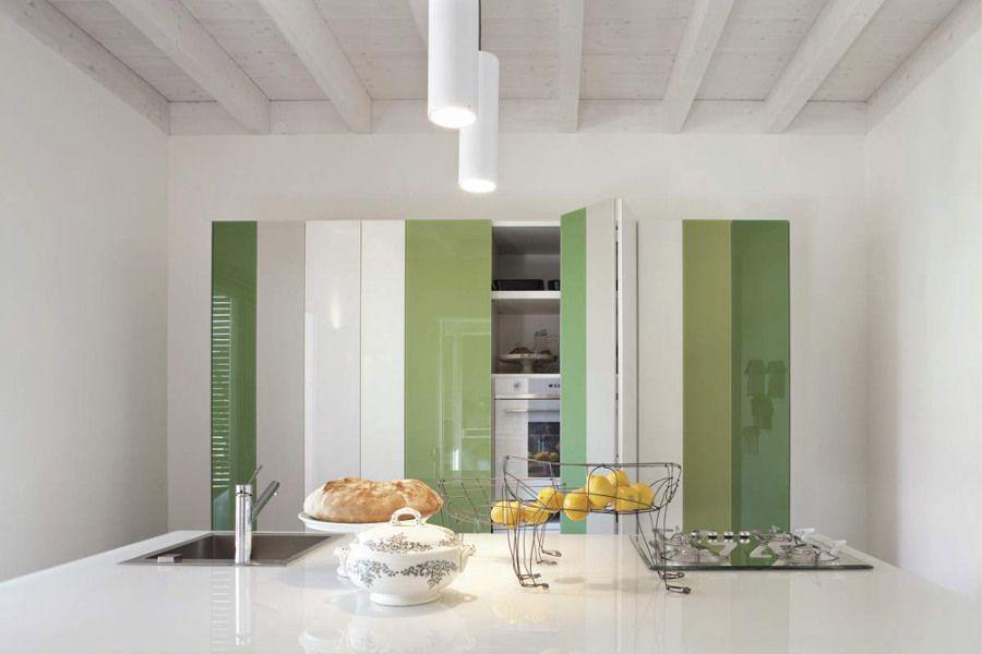 Cocina Oculta Con Puertas En Blanco Y Verde Cocina Oculta