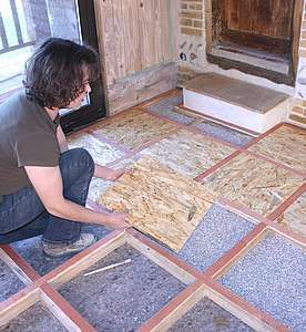 Un parquet nature fa on carrelage base de dalles en for Carrelage sur dalle osb