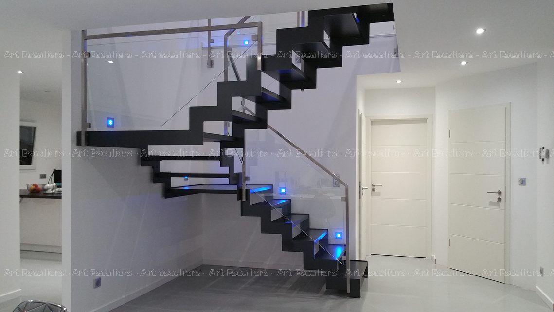 escalier_limon-metal_2-quarts-tournants_doubles-paliers_cremaillere-acier-laque_marches-bois-laque_garde-corps-inox-carre-verre_02-artescaliers