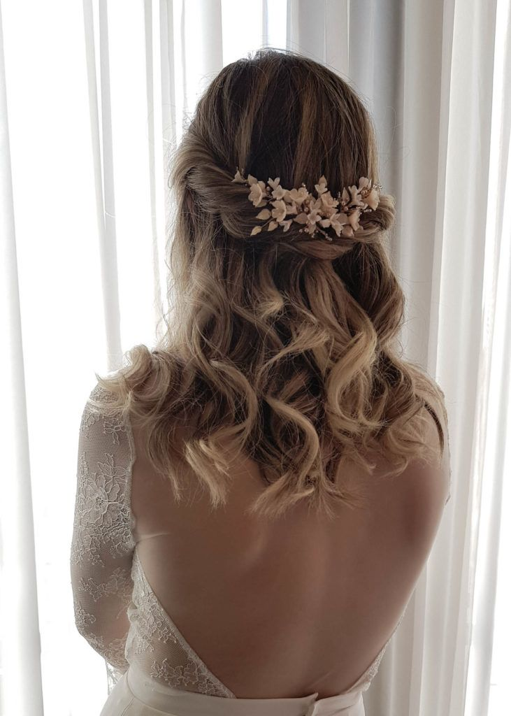 Daydreamer Blush Wedding Headpiece Peinados Boda Pelo Corto Peinados Novia Pelo Suelto Estilos De Peinado Para Boda