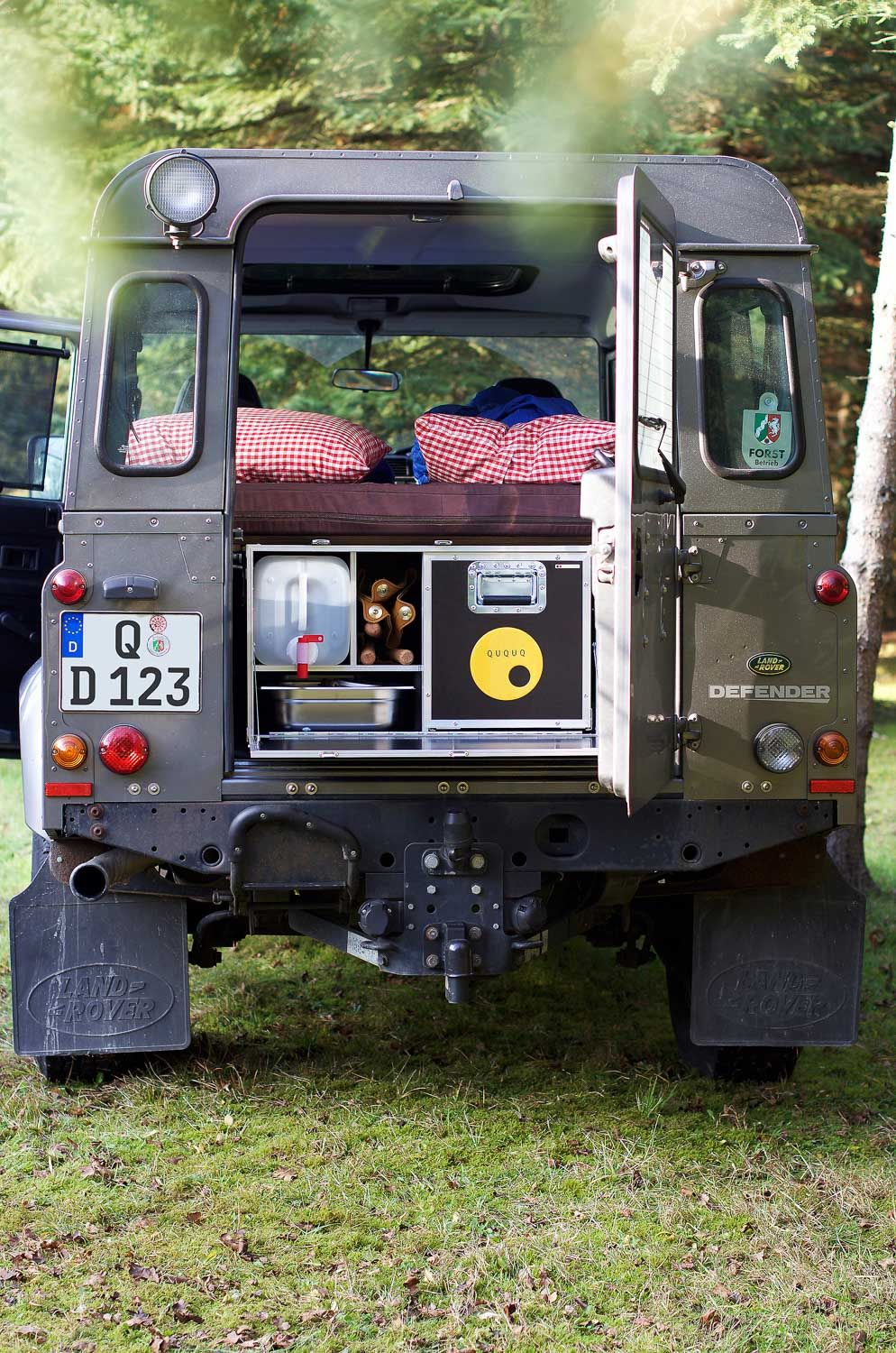 ququq land rover defender camping ausbau 4x4 jeep camper. Black Bedroom Furniture Sets. Home Design Ideas