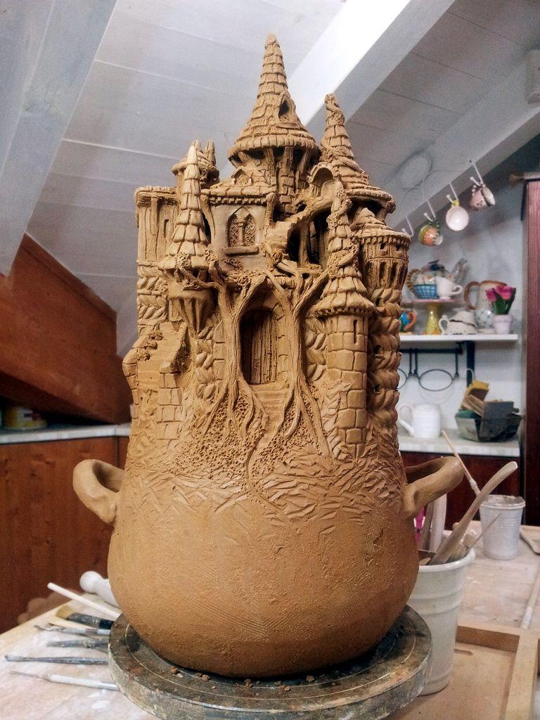 pentola in #terracotta a forma di castello fantasy. #fantasy