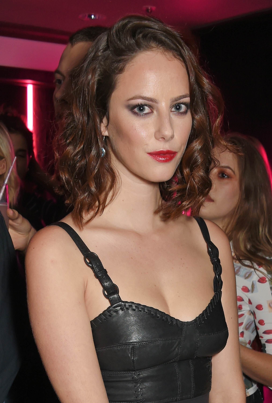 Kaya Scodelario great cleavage in leather top #kayascodelario #cleavage  #sexy #breasts