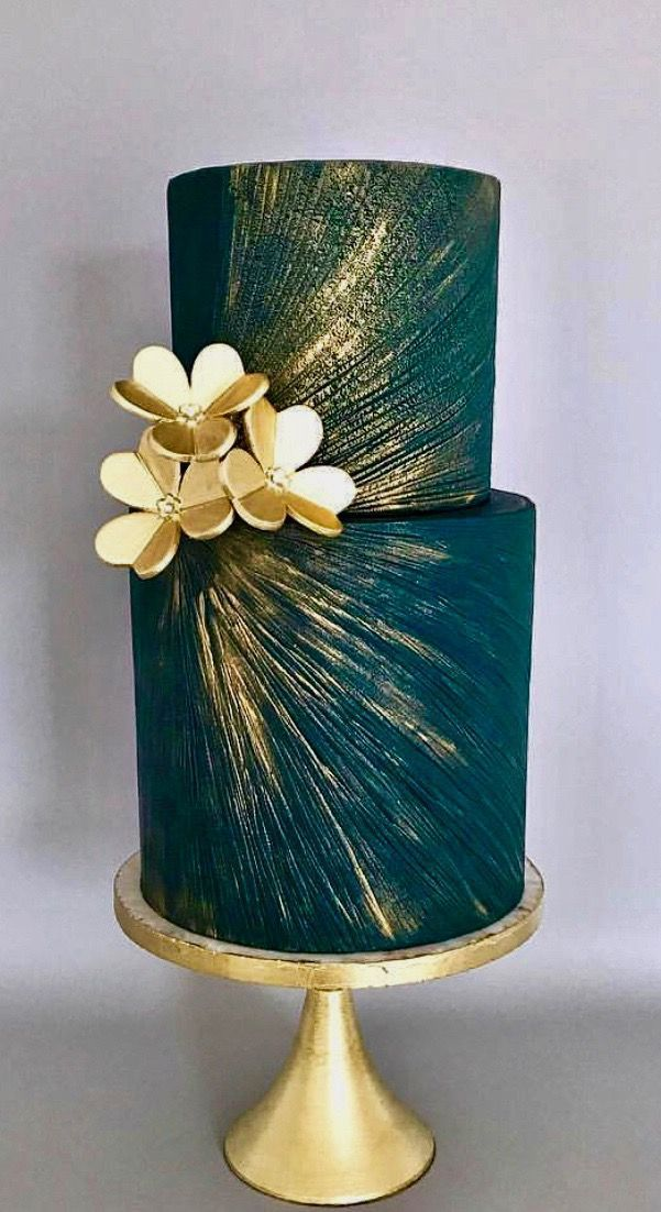 Dark and metallic cake with golden flowers #cakedecoratingvideos
