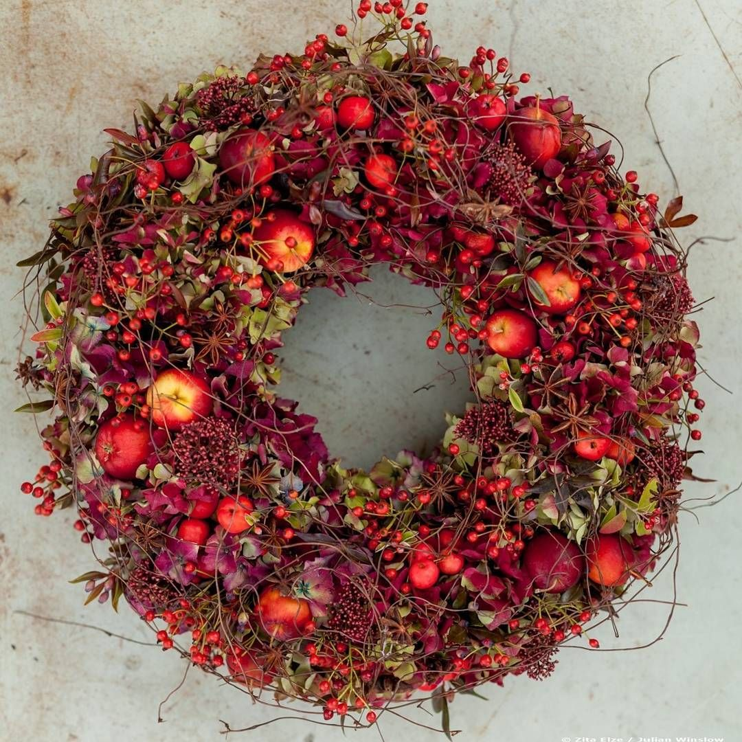 Happy Thanksgiving to lovely American friends and followers... and for those of you with Christmas in mind, wreath making classes coming up very soon... 📷 @julian_winslow  #happythanksgivng #thanksgiving #zitaelze #wreath #redwreath #red #thanksgivingwreath