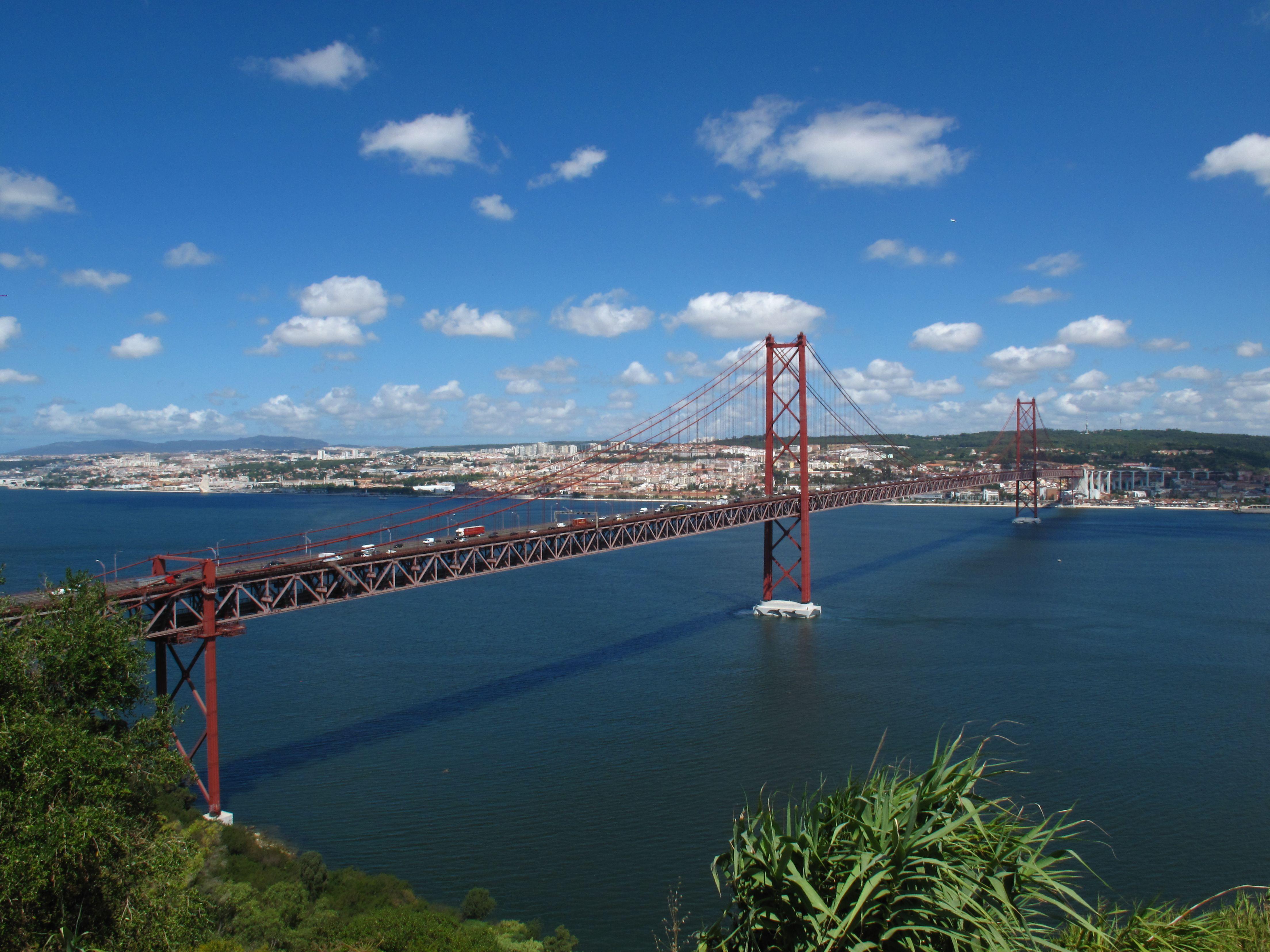 Ponte sobre o Tejo (vista de Almada)