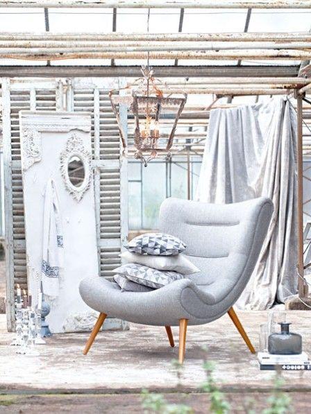 Durch Möbel und Accessoires mit Trödel-Appeal wird die Wohnung behaglich. In einem cremefarbenen Ambiente mit warmen Braun- und Grautönen kommt der nostalgische Vintage-Look am besten.