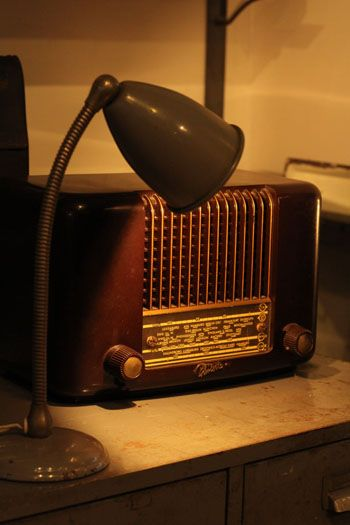 Pin By Valerie Thorpe On Golden Oldies Antique Radio Old Radios Vintage Radio
