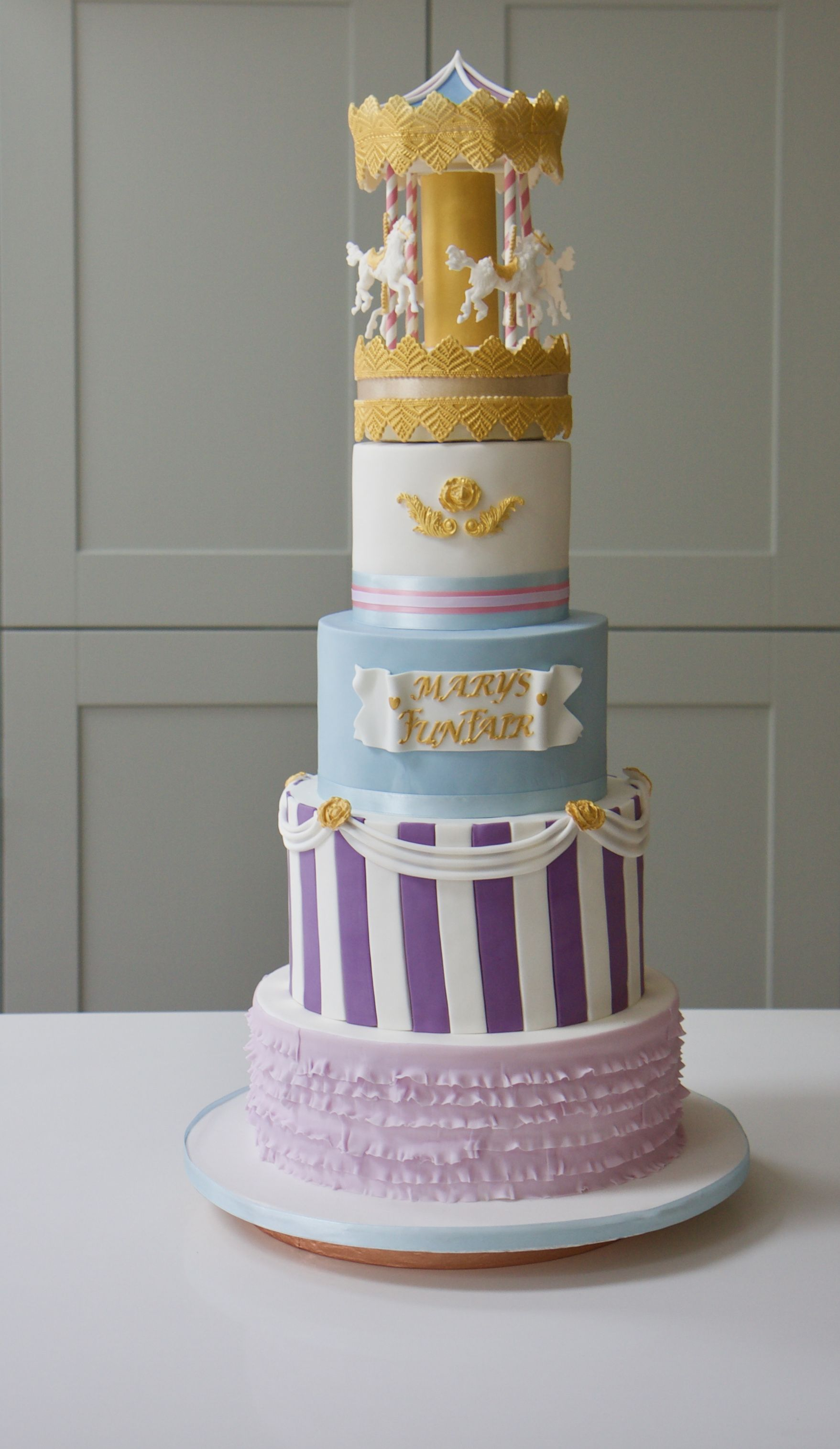 Beautiful 5 Layer Cake Complete With Sugar Horses Elizabeth