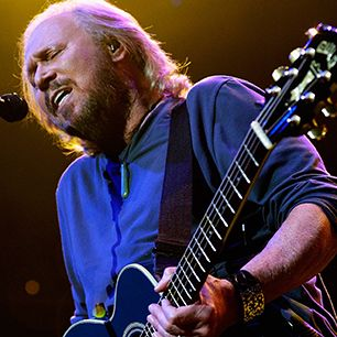 Watch Barry Gibb Cover Bruce Springsteen at U.S. Tour Kickoff
